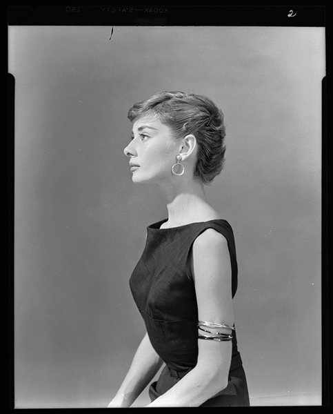 [女神新照]1951年出演话剧《金粉世界》时期的奥黛丽·赫本,什么水平? zt - 啥破图都有 - 虎扑社区