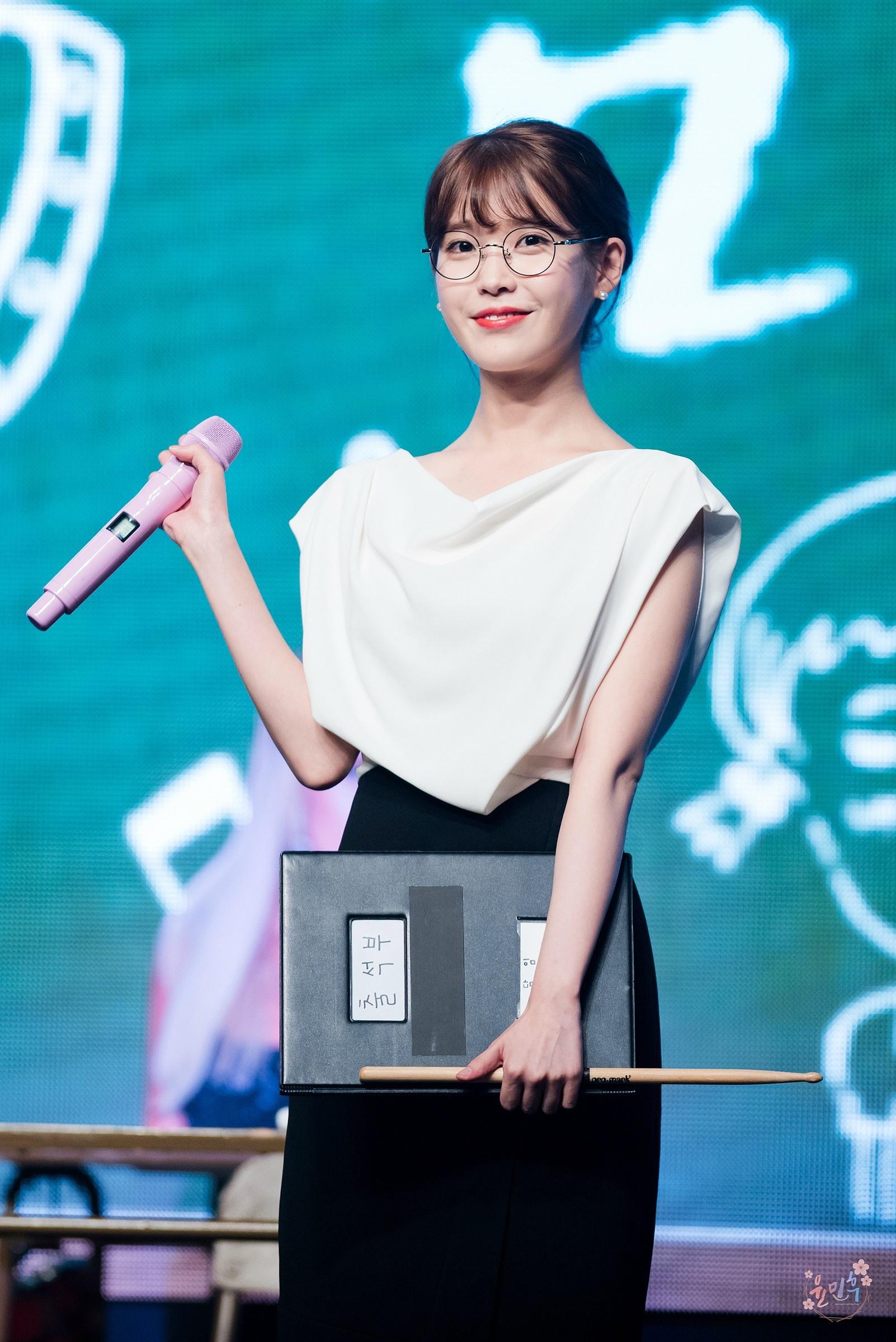 [女神新照]泰国女星Mai更新工作照,身穿系带小黑裙性感冷艳,你给几分? zt - 啥破图都有 - 虎扑社区