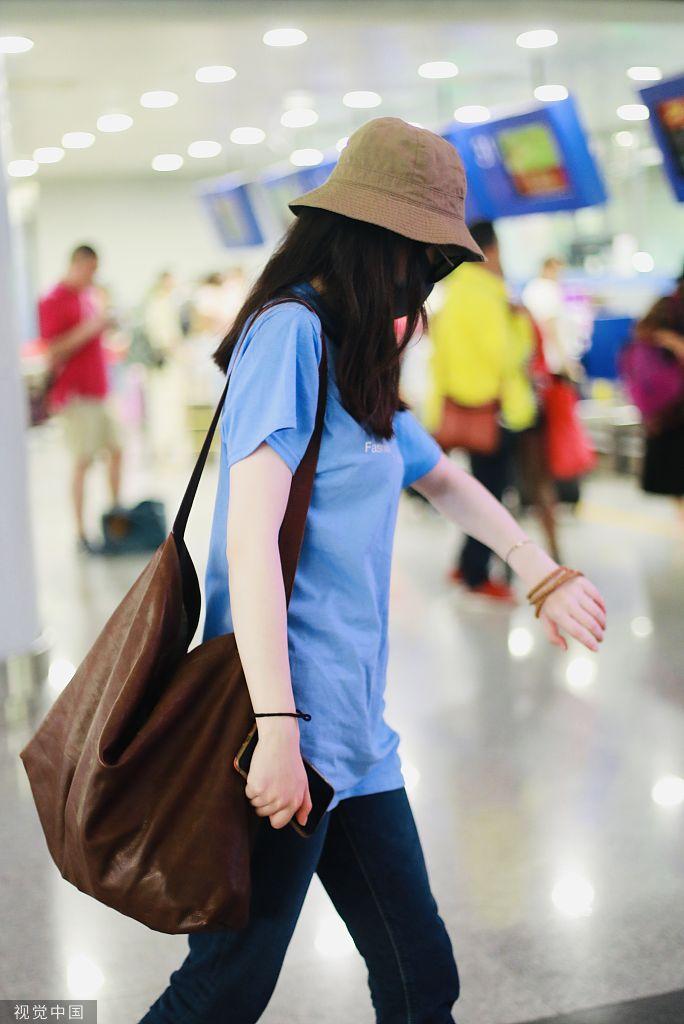 [女神新照]大表姐刘雯笑容腼腆秒变学生妹,这波你打几分? zt - 啥破图都有 - 虎扑社区